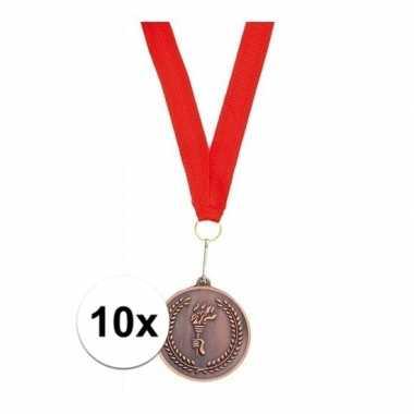 X bronzen medailles derde prijs aan rood lint carnavalskleding roosen