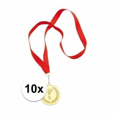 X gouden medailles eerste prijs aan rood lint carnavalskleding roosen