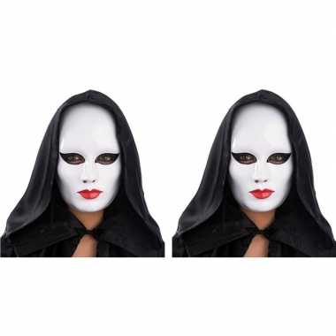 X witte gezichtsmaskers rode lippen carnavalskleding roosendaal